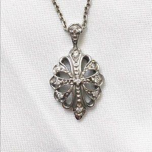 Custom white gold necklace and diamond pendant